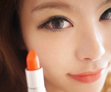 化妆学校示范松绿色眼影的画法
