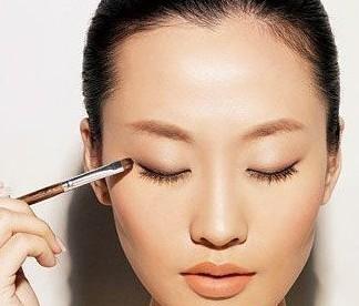 单眼皮化妆步骤四步完成裸妆2