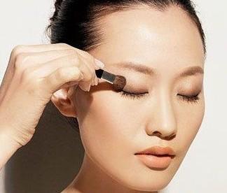 单眼皮化妆步骤四步完成裸妆3