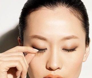 单眼皮化妆步骤四步完成裸妆