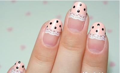 粉色波点蕾丝美甲