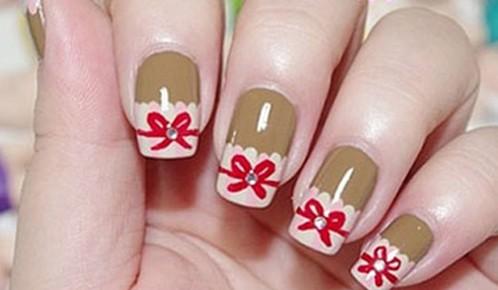 甜美可爱的蝴蝶结指甲