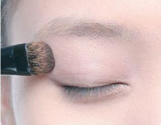 画好眼妆,鱼泡眼也能美美的--毛戈平形象设计艺
