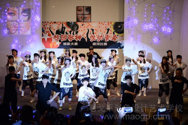 2014.5.28北京学校举行班歌及拔河比赛