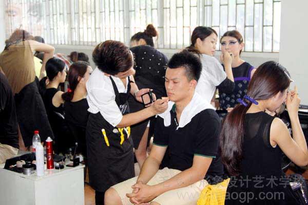 2014.5.23郑州学校担任中工毕业展化妆团队