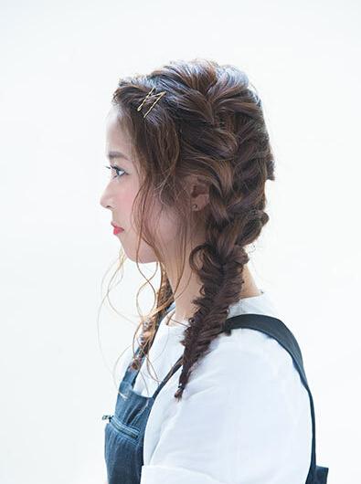 艺术系女生护肤的蜈蚣辫双马尾日常女生青睐图片