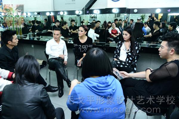 """发型指导张叔平(左1);嘉宾造型指导:毛戈平(左2);""""超模导师""""陈娟红(左3)、于娜(右2)、祁刚(右1);"""