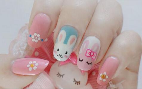 小兔子美甲就完成啦,是不是俏皮可爱又减龄呢?