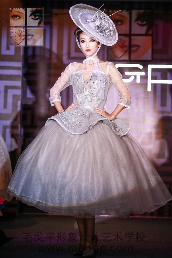 霸气婚纱服装设计