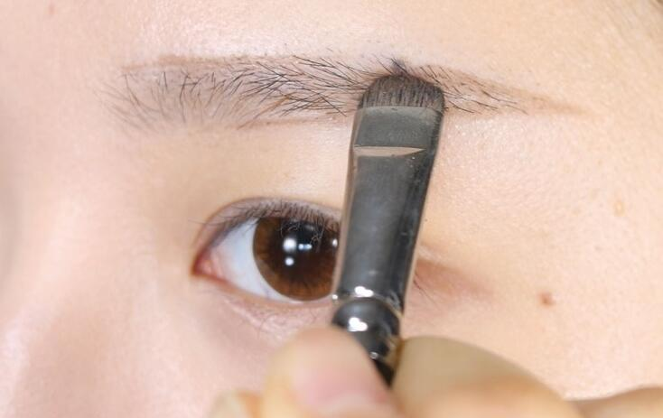 纯素颜示范日常眉形最佳画法——毛戈平形象设计艺术
