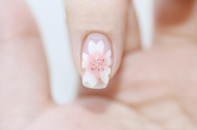 韩式小清新花朵美甲,犒劳自己的小礼物