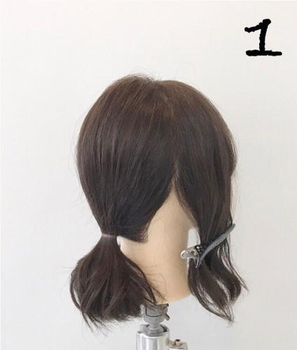 step  :分离出左右两边的头发,发量稍微多一些,剩下的头发扎成一个低
