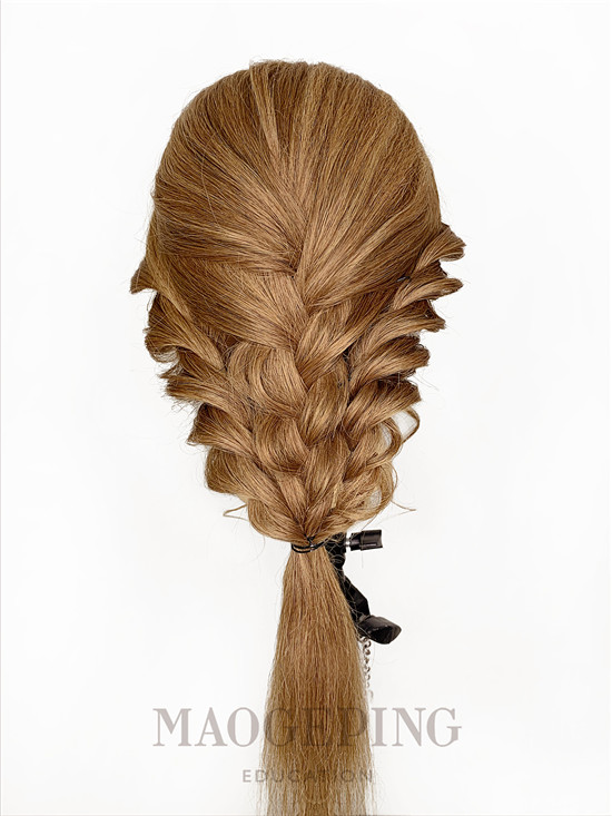 一款洋气的发型,秋季扮美好选择
