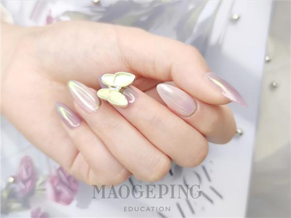 高级又显白的极光立体蝴蝶美甲,绝美!