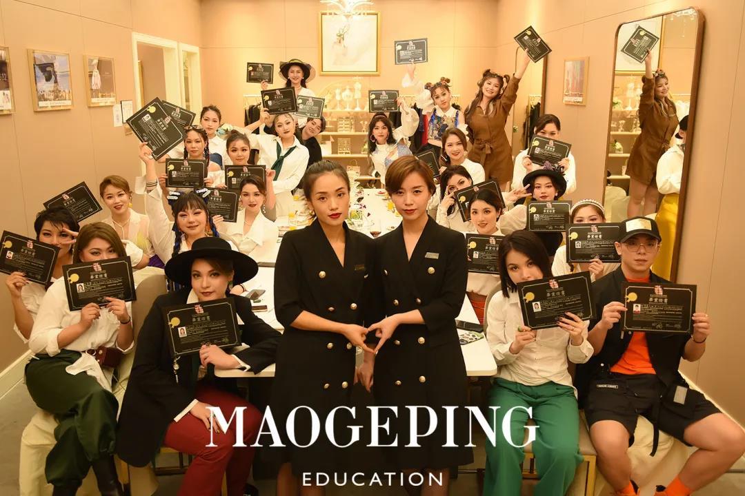深圳毛戈平形象设计化妆造型全科1216班毕业Party红毯秀