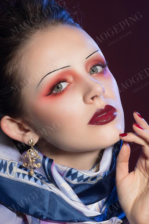 青岛有没有好的化妆学校可以让人学到化妆技术的?